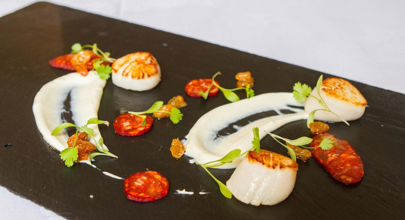 Seared scallops with chorizo served on black slate from the Ruddy Duck